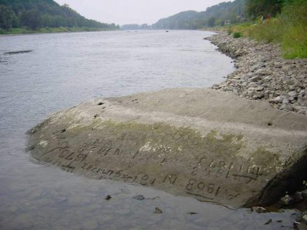 "Hungerstein in Oberposta bei Pirna. Foto: Sastognuti / <a href=""https://commons.wikimedia.org/""target=""_blank"">Wikimedia Commons</a>"