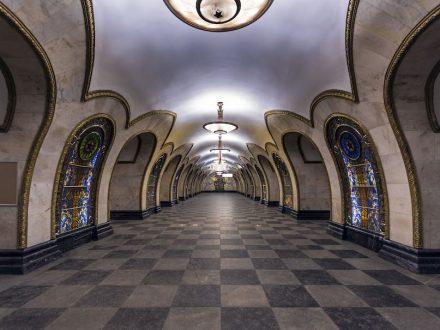 Die Station Novoslobodskaya Station der U-Bahn in Moskau. Foto: Alex Florstein Fedorov / Wikimedia Commons