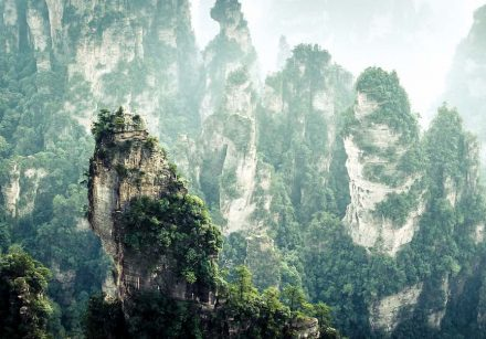 "Zhangjiajie National Forest Park. Foto: Arlos Adampol Galindo / <a href=""https://commons.wikimedia.org/""target=""_blank"">Wikimedia Commons</a>"