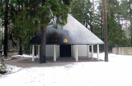 Gunnar Asplund: Woodland Chapel, Stockholm (1920). Source: Vatican
