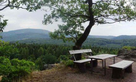 Der Große Inselberg, gesehen vom Meisenstein in Thüringen. Foto: GeoUnion