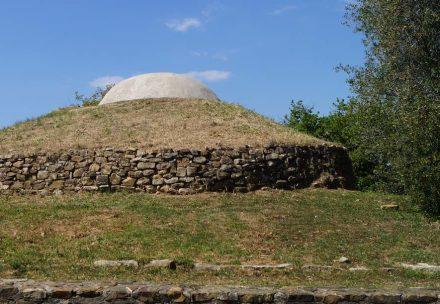 Ein Tumulus nahe Vetulonia in der Toskana. Foto: Ria Speicher