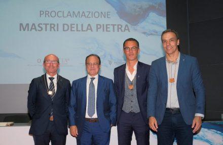 """""""Masters of Stone"""" 2018 (f.l.t.r): Roberto Zorzi, Giovanni Mantovani (General Director at Veronafiere), Domenico Cereser, Tales Pena Machado. 2018: Photo: Ennevi / Veronafiere"""