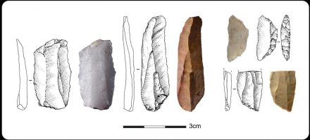 Examples of Howiesons Poort stone tools from Klipdrift. Source: Anne Delagnes and Gauthier Devilder