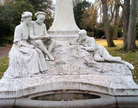 "Denkmal für Jules Verne in Amiens. Foto: Ybroc / <a href=""https://commons.wikimedia.org/""target=""_blank"">Wikimedia Commons</a>"