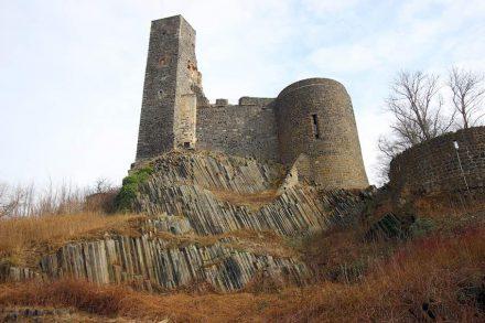 Galt bisher als Typlokalität für Basalt: der geologische Aufschluss unterhalb der Burg Stolpen. Foto: Senckenberg/Tietz