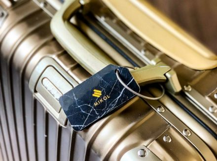 Kofferanhänger aus Marmor von Mikol Marmi. Foto: Mikol Marmi