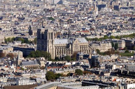 """Die Kathedrale Notre-Dame in Paris vor dem Brand. Foto: Taxiarchos 228 / <a href=""""https://commons.wikimedia.org/""""target=""""_blank"""">Wikimedia Commons</a>"""