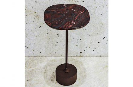 """Beistelltisch """"Jardim"""". Design: Jader Almeida. Firma: Corcovado Brasigran. Stein: Quarzit Iron Red."""