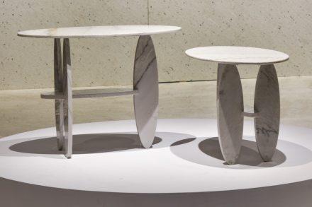 "Table ""Pablinas II"". Design: Leo Di Caprio. Company: Granduvale Mineração. Stone: quartzite Santorini Cross Cut."