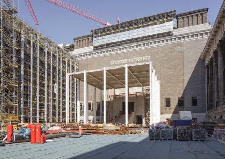Der im Rohbau fertiggestellte Tempietto dient künftig als zentral gelegener Zugang zum Pergamonmuseum. Foto: BBR / Peter Thieme