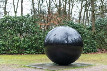 "Jan van Munster (Gorinchem, 1939), ""Battery for five fingers"", 1995, black granite, 170 × 172 × 170 cm."
