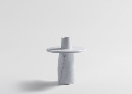 "Artedomus, Dale Hardiman: Sockel und Vase ""Semper Vase""."