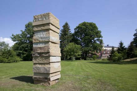 "Sean Scully, ""Dale Stone Stack"" 2018, Yorkshire Sandstein."