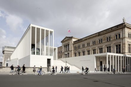 The flight of steps of the James-Simon-Galerie. Photo: Ute Zscharnt for David Chipperfield Architects