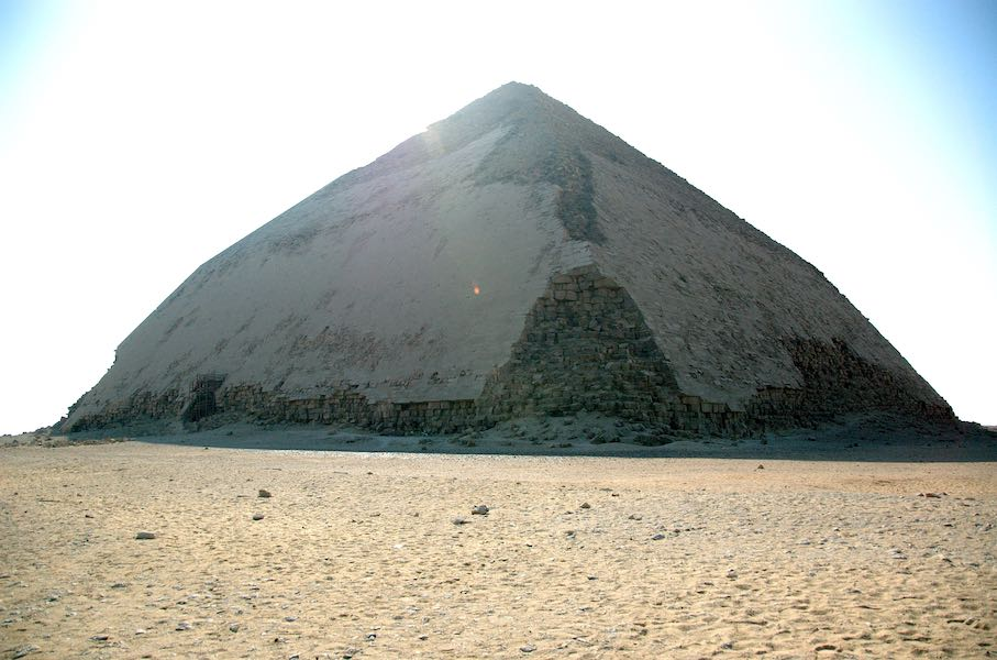 "The Bent Pyramid. Photo: Sigurd Gartmann / <a href=""https://commons.wikimedia.org/""target=""_blank"">Wikimedia Commons</a>"