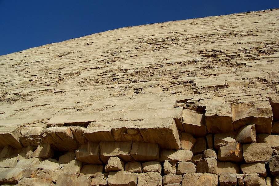 "Close-up view of the façade of the Bent Pyramid. Photo: Lexie / <a href=""https://commons.wikimedia.org/""target=""_blank"">Wikimedia Commons</a>"