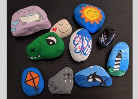 """painted pebbles. Photo: Lepiccu / <a href=""""https://commons.wikimedia.org/""""target=""""_blank"""">Wikimedia Commons</a>"""