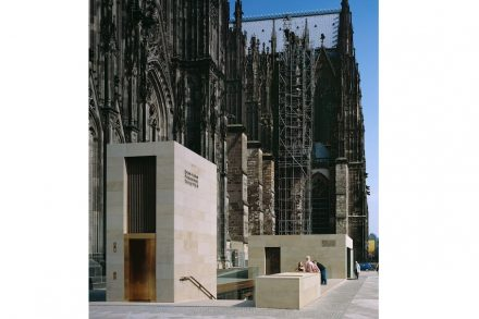 Herdecker Ruhrsandstein von der Firma Grandi: Zugangsgebäude zum Kölner Dom. Foto: Dombauhütte / Matz und Schenk