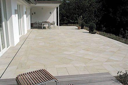 Herdecker Ruhrsandstein von der Firma Grandi: Bodenplatten, gesägt.
