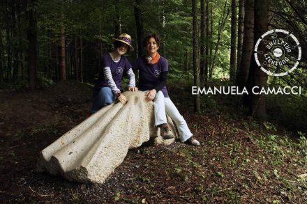 """Emanuela Camacci (Rom) schuf aus Altmühltaler Auerkalkstein ein Objekt wie in Falten gelegter Stoff; """"Organic Impression"""" war der Titel."""