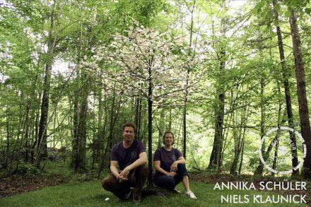 Annika Schüler und Niels Klaunik benutzten Stahl und Keramik für ihr Bäumchen, bei dem sich Äste und Blätter durch Wind und Wetter verändern werden.
