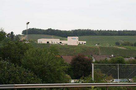 Die Manufaktur des Weinguts Van Volxem auf dem Schlossberg bei Wiltingen an der Saar. Foto: Peter Becker