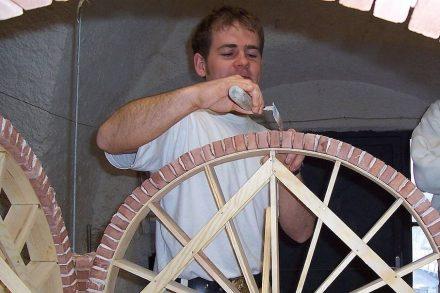 Handwerker spielen eine wichtige Rolle bei der korrekten Ausführung von Restaurierungsarbeiten. Foto: DSD