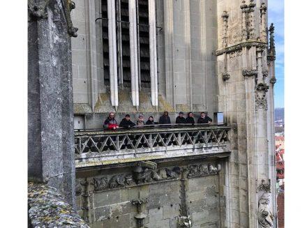 Die Kursteilnehmer bei einer der zahlreichen Exkursionen, hier zum Regensburger Dom.