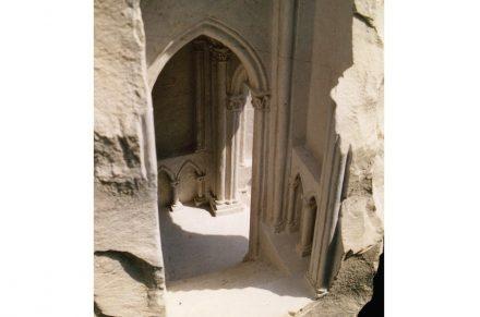 """Kleine Wunderwerke aus Stein sind die Arbeiten von <a href=""""https://www.stone-ideas.com/36620/matthew-simmonds-gibt-es-vielleicht-im-stein-tueren-zu-einer-anderen-welt/""""target=""""_blank"""">Matthew Simmonds</a>."""