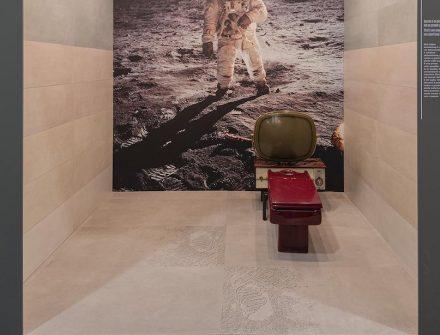 Polis Ceramiche: Neil Armstrong.