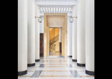 "Buchtitel ""Entryways of Milan""."