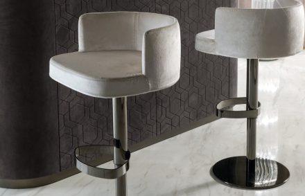 "Longhi: stool ""Kelly""."
