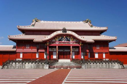 """Main (wooden) palace at Shuri Castle. Photo: 663highland / <a href=""""https://commons.wikimedia.org/""""target=""""_blank"""">Wikimedia Commons</a>"""