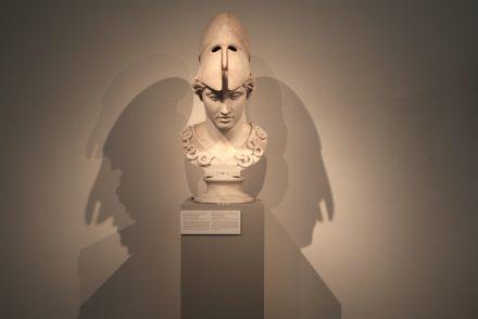 Der Stein für diese Arbeit war schon Millionen von Jahren alt, als er für die Kopie des Kopfes einer Statue aus der Zeit um 400 v.Chr. verwendet wurde.
