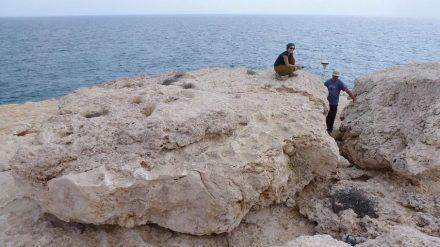 Der größte der vom Tsunami vor 1.000 Jahren bewegten Gesteinsbrocken wiegt rund 100 Tonnen. Foto: Anne Zacke