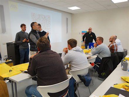 Fila-Firmenchef Francesco Pettenon (links, redend) beim Profikurs 2019.