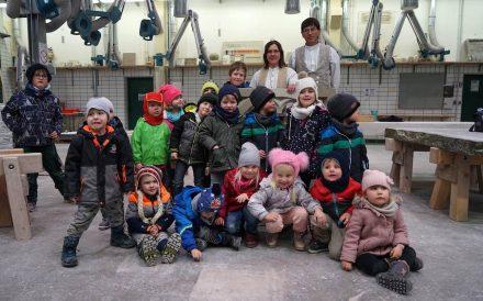Zweifellos sehr angetan zeigten sich die Kinder von den Steinen und dem drumherum.