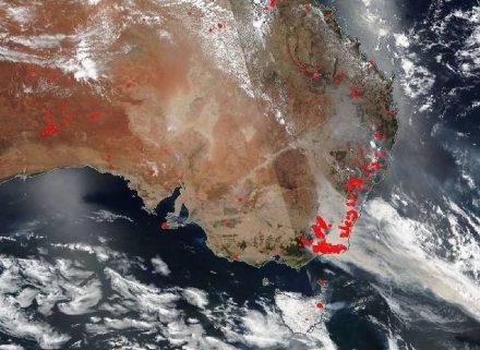 Bushfires in Australia (marked red) an Januar 01, 2020. Photo: Nasa.