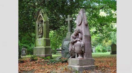 """Grabmale auf dem Alten Friedhof in Freiburg. Foto: Heinz K.S. / <a href=""""https://commons.wikimedia.org/""""target=""""_blank"""">Wikimedia Commons</a>"""