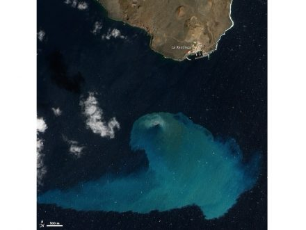 "Underwater volcanoes' activities usually do not show up on the surface of the oceans. This is a photo taken about 4 months after an eruption off the Spanish island of El Hierro in 2011. From the satellite the discoloration of the water is clearly visible. Photo: NASA / <a href=""https://commons.wikimedia.org/""target=""_blank"">Wikimedia Commons</a>"