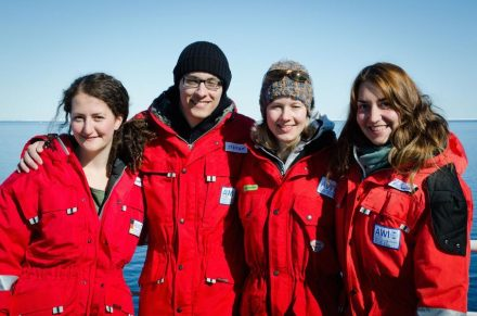 The ,Benthic Microbiology'-team on Polarstern expedition PS85 to the Arctic long-term observatory HAUSGARTEN. Josephine Rapp (far left), Christina Bienhold (second from right) and Katy Hoffmann (far right) are co-authors of the study, Stefan Becker (second from left) supported the sampling. Photo: S. Becker