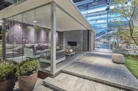 """Die Terrasse ist inzwischen zu einem Teil des Innenraums geworden. Präsentation der Schweizer Firma <a href=""""https://www.alfredopolti.ch/""""target=""""_blank"""">Alfredo Polti</a> auf der Messe Giardina in Zürich 2017. Foto: Polti"""