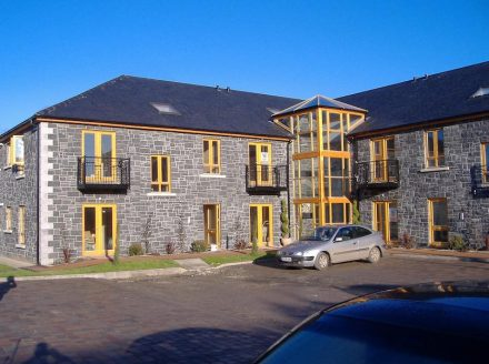 "House façade with Kilkenny Blue Limestone. Photo: <a href=""https://www.mckeonstone.ie/""target=""_blank"">McKeon Stone</a>"