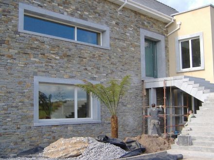 "House façade with Kilkenny Blue Limestone around the windows. Photo: <a href=""https://www.mckeonstone.ie/""target=""_blank"">McKeon Stone</a>"