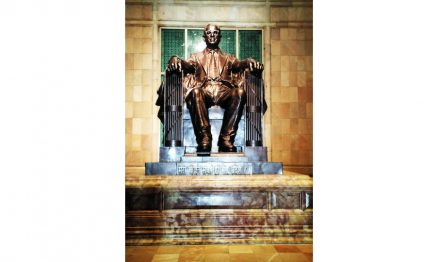 "Bronze statue of Bhimrao Ambedkar. Unmistakably Abraham Lincoln in Washington D.C. as a role model. Photo: Umesh Singla / <a href=""https://commons.wikimedia.org/""target=""_blank"">Wikimedia Commons</a>"