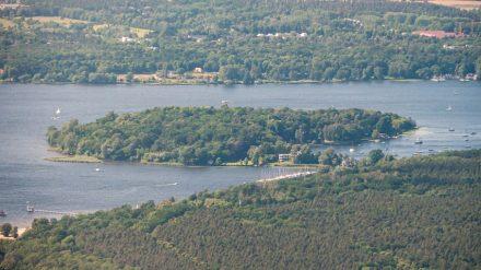 """Luftaufnahme von Schwanenwerder. Foto: Matti Blume / <a href=""""https://commons.wikimedia.org/""""target=""""_blank"""">Wikimedia Commons</a>"""