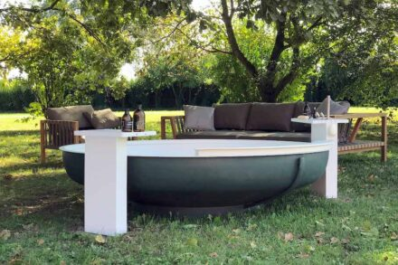 "Agape Outdoor-Kollektion: Badewanne ""Ufo"". Design: Benedini Associati."