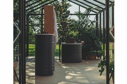 """Agape Outdoor-Kollektion: Waschbecken, Badewanne """"Vieques"""". Design: Patricia Urquiola."""