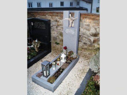 """1. Preis für Steinmetzmeister Raimund Fuchs: """"Tanz: Umarmung""""."""